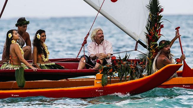 Britský zakladatel společnosti Virgin Group Richard Branson si umí užívat života