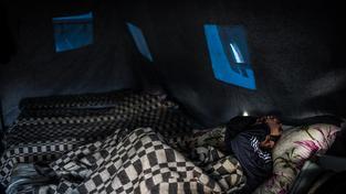 Na Krymu nefunguje proud už dva týdny, problémy jsou i s dodávkami teola