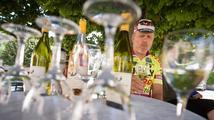Cyklisté si skleničku beztrestně nedají, poslanci jim to nepovolili