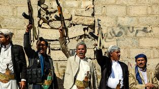 Stoupenci šíitských Hútíů v Jemenu protestují proti koalici vedené Saúdy