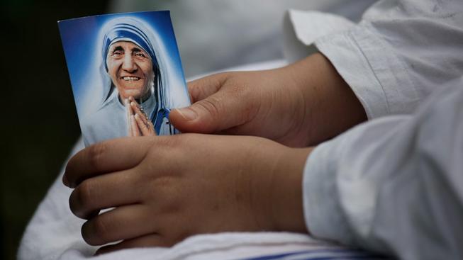 Modlitba k Matce Tereze uzdravuje, uznal Vatikán zázrak