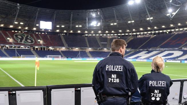 I když má Německo zhruba čtyřicítku zpravodajských služeb, o plánovaném útoku na stadion v Hannoveru mu musely dát echo zahraniční služby