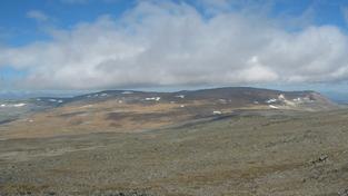 Hora, nebo spíš vyšší kopec Halti, leží skoro celá ve Finsku, ale vrchol má v Norsku