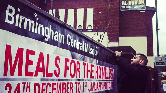 Muslimové z Birminghamu budou ve své mešitě servírovat vánoční jídlo