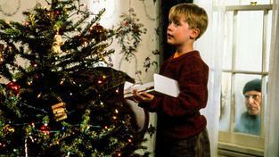 Největší hrozba nečíhá venku, ale naopak v těsné blízkosti vánočního stromečku