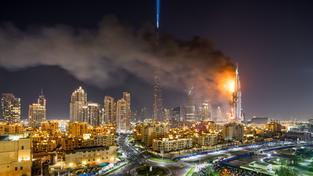 Hořícího mrakodrapu si nikdo nevšímal, novoroční oslavy proběhly podle plánu