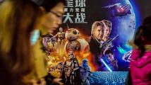 Hvězdné války vydělávají hvězdné peníze. Už jsou třetím nejúspěšnějším filmem
