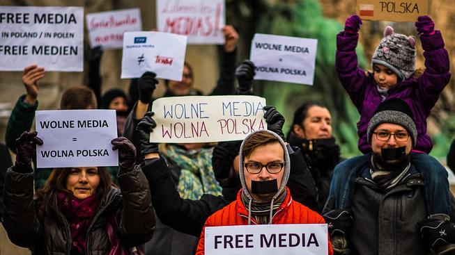 Protest na podporu svobody polských médií v Česku