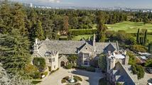 Jak vypadá sídlo Playboy Mansion