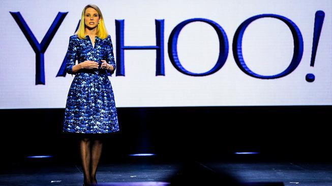 Šéfka společnosti Yahoo Marissa Mayerová je jednou z mála úspěšných amerických žen, které se nebojí v módě vyjádřit svou osobnost