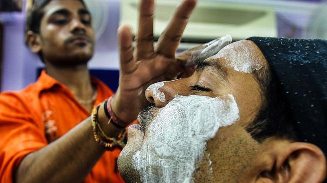 Lidé s tmavší pletí to mají v Asii těžké, zejména v Indii tak utrácejí tisíce dolarů za krémy a procedury slibující její vybělení