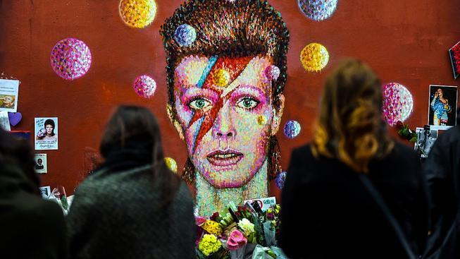 Pieta pro Davida Bowieho v Londýně