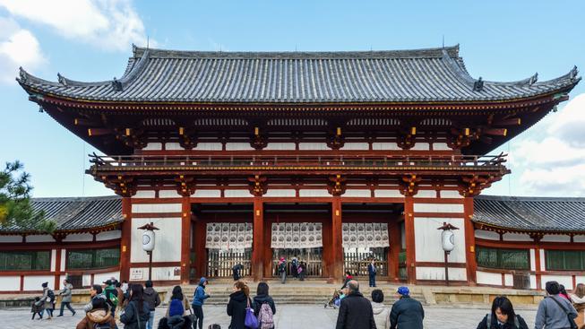 Buddhistické chrámy nyní na mapě označuje svastika, což západní turisty mate