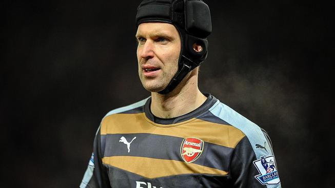 Petra Čecha čeká zítra pikantní utkání mezi Arsenalem a Chelsea