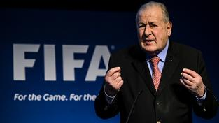 Předseda reformního výboru FIFA Francois Carrarddelivers