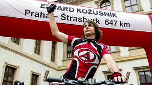 V propoceném cyklodresu Eda nakráčel na zasedání Evropského parlamentu a získal si tím poprvé a na dlouho naposledy pozornost médií