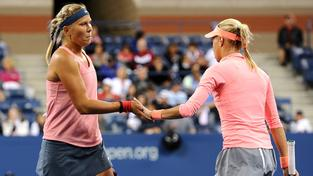 Lucie Hradecká a Andrea Hlaváčková ve finále US Open 2013