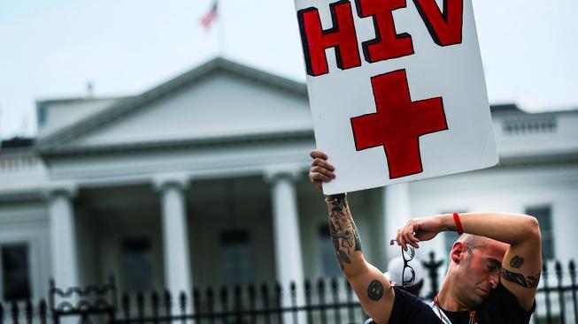 Na světe je v současné době kolem 35 milionů HIV pozitivních lidí (Ilustrační snímek)