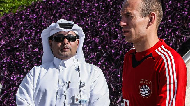 Arjen Robben přijíždí do Dauhá, hlavního města Kataru, kde se v posledních letech pravidelně koná zimní tréninkový kemp Bayernu
