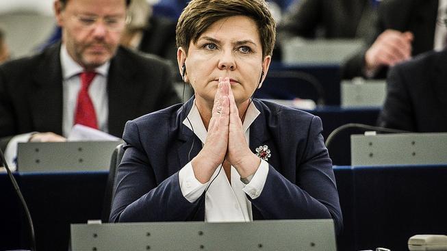 Polská premiérka Beata Szydlová vyhlásila válku velkým bankám
