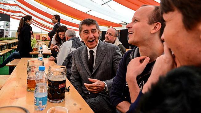 Ministr financí Andrej Babiš bojuje za levnější pivo
