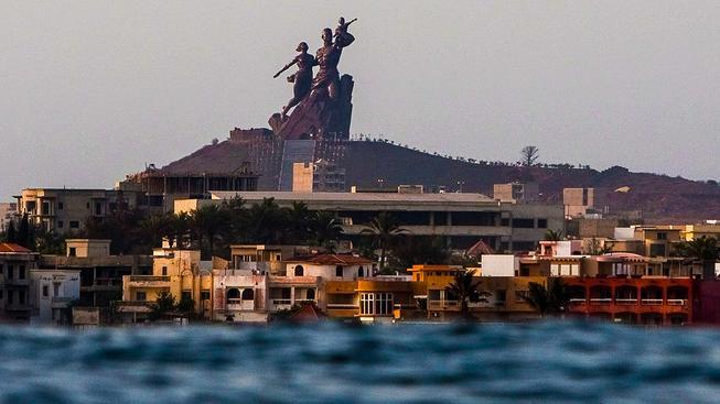 Senegalské sousoší African Renaissance Monument skutečně není malé dílo...