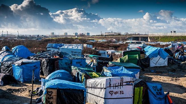 """Uprchlický tábor přezdívaný """"džungle"""" u Calais"""