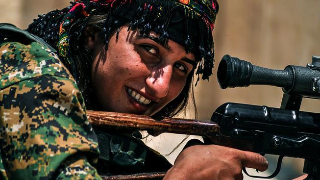 Členka kurdských lidových milic v Sýrii