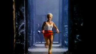 Apple proti Velkému bratrovi. Záběr z legendární reklamy s příznačným názvem '1984'. Zhlédnout ji můžete na konci článku