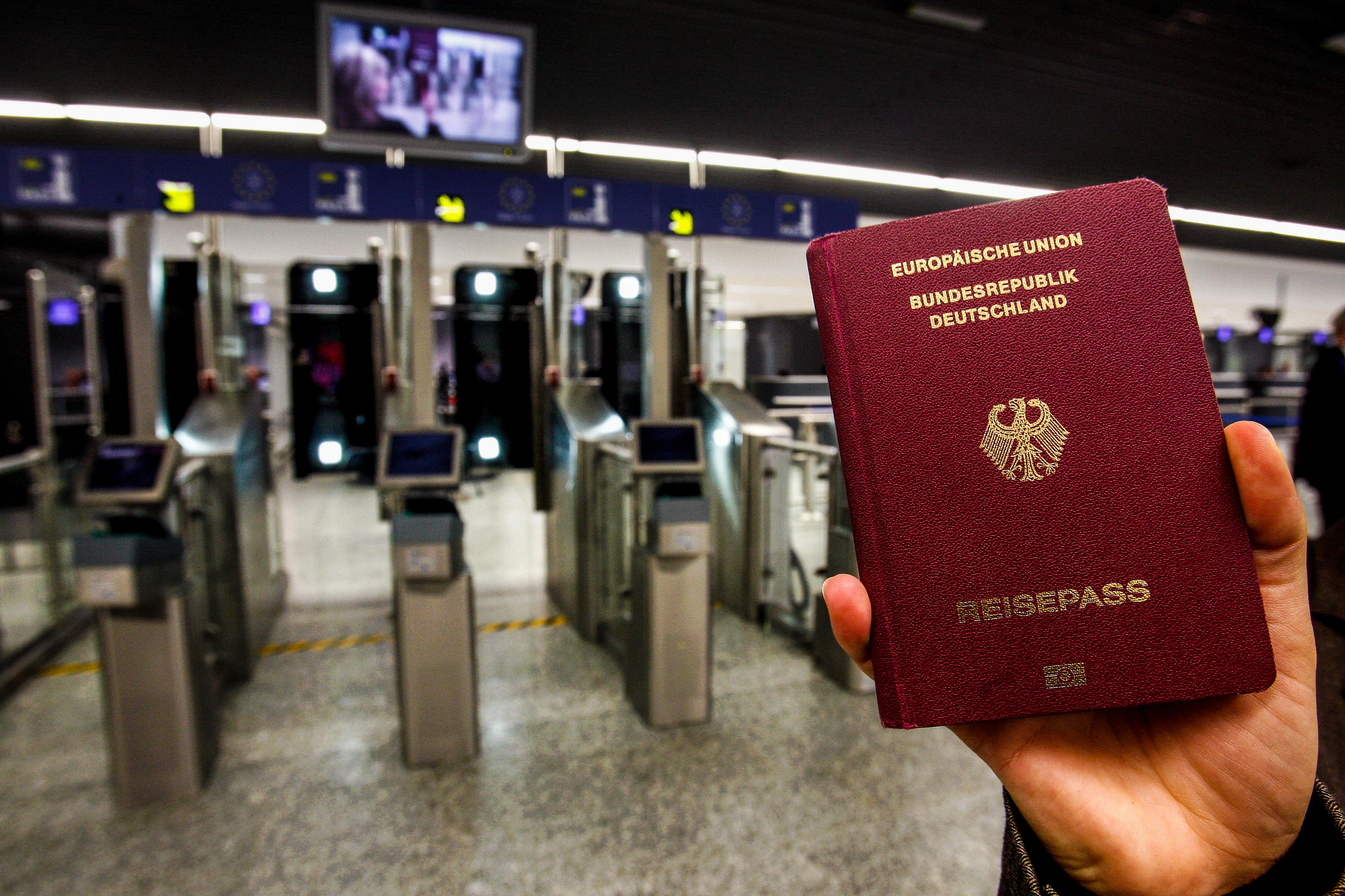 Němci mají 'nejsilnější' pasy na světě. Bez víza mohou téměř kamkoli