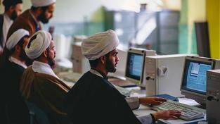V Íránu se hackeři skrývat nemusejí, jsou téměř celebrity. Snímek Íránců u počítačů pochází z 90. let