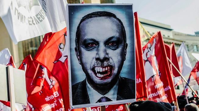 Leckterý Němec má určitě pocit, že Turci vysají z Evropy krev