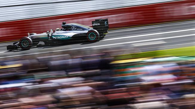 Vítěz kvalifikace Lewis Hamilton na trati v australském Melbourne