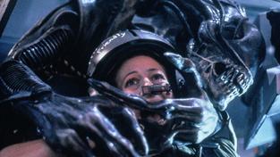 Sigourney Weaver v sevření Vetřelce