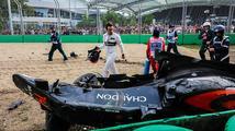 Mercedes slaví další double, výsledky však ovlivnila ošklivá nehoda Alonsa
