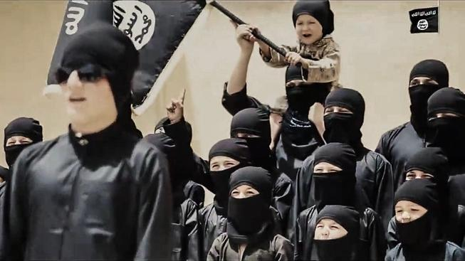Výchova v bojovníka začíná v Islámském státě odmalička. Záběr z propagandistického videa