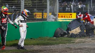 Alonso s Gutiérrezem odcházejí od nehody