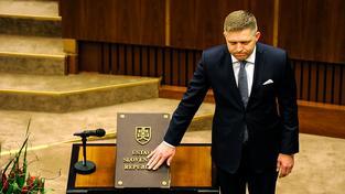 Staronový slovenský premiér Robert Fico skládá slib