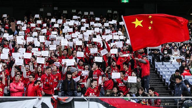 Fanoušci čínského klubu Kuang-čou Evergrande, který za poslední tři roky dvakrát triumfoval v asijské Lize mistrů