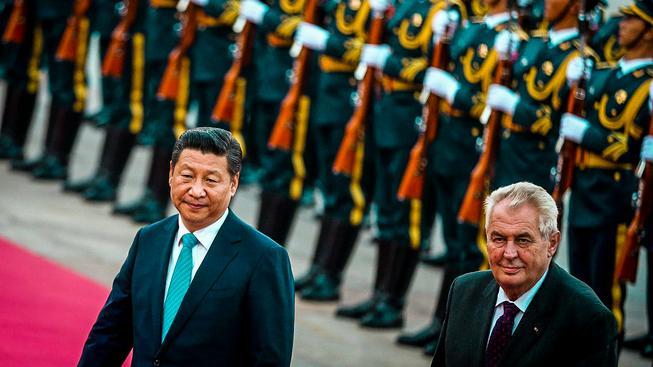 Zeman na návštěvě u čínského kolegy v Pekingu