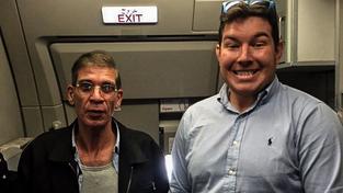 Cestující brali únos s humorem, Ben Innes z Aberdeenu se například nechal s únoscem vyfotit na památku