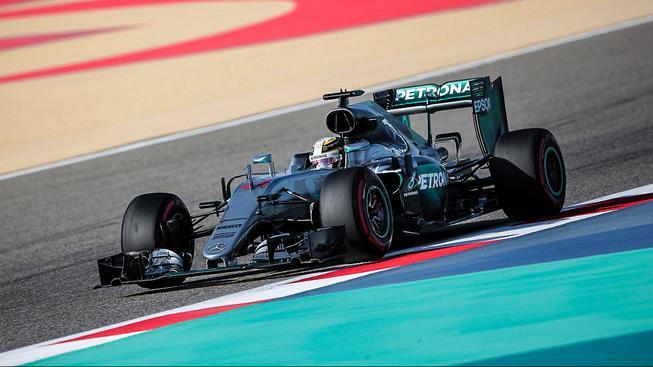Lewis Hamilton se svým kvalifikačním časem postaral o nový rekord okruhu v Sáchiru