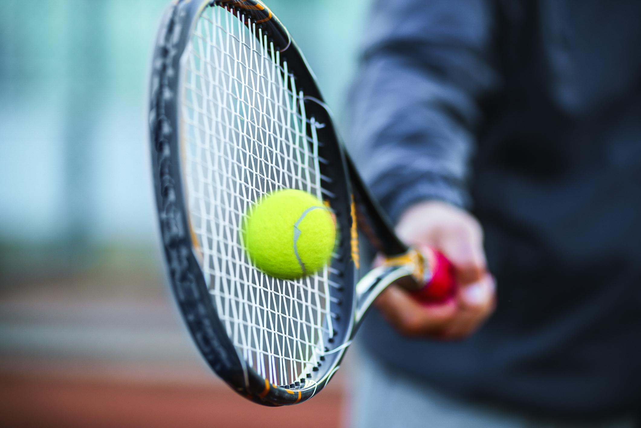 Pelham šokovala tenisová babička. Američanka porazila o 47 let mladší soupeřku