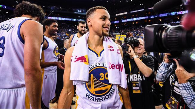 Stephen Curry dirigoval vítězství Warriors 125-104 v posledním zápase základní části proti Memphisu