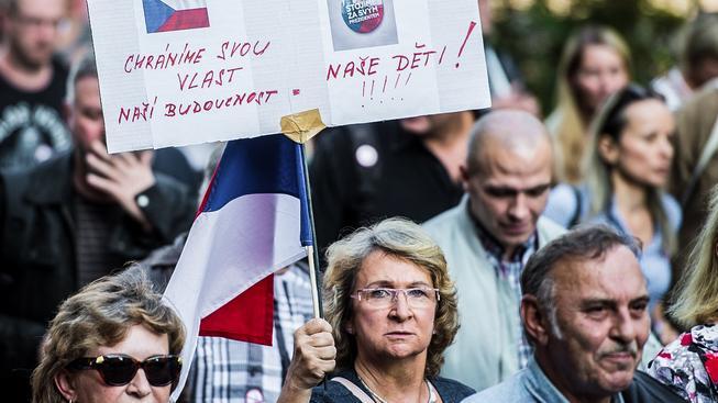 Protestující odpůrci uprchlíků