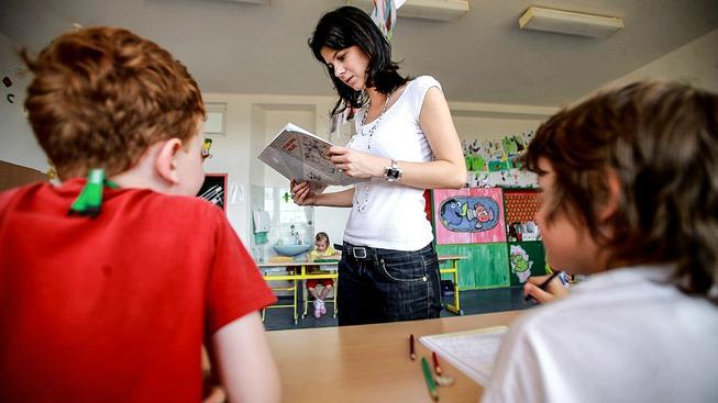 Čeští učitelé mají vysoké vzdělání, hodně práce a nízké platy