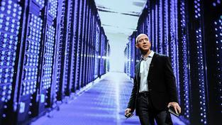 Služeb Amazonu Jeffa Bezose využívá 244 milionů spotřebitelů. O 40 milionů víc lidí, než kolik jich žije v Brazílii