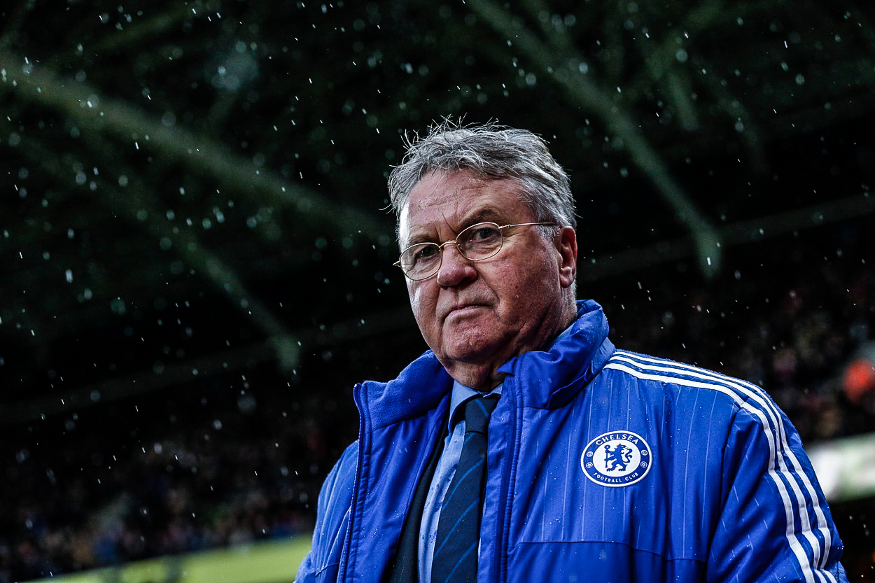 Chelsea dopadla na dvacetileté dno. Je to fotbalová katastrofa, běduje trenér Hiddink