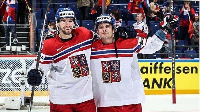Michal Birner (vlevo) a Petr Koukal měli v duelu s Nory další důvod k radosti