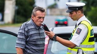 Lidé navrhují vyšší pokuty a stržení většího počtu bodů za jízdu pod vlivem alkoholu (ilustrační snímek)